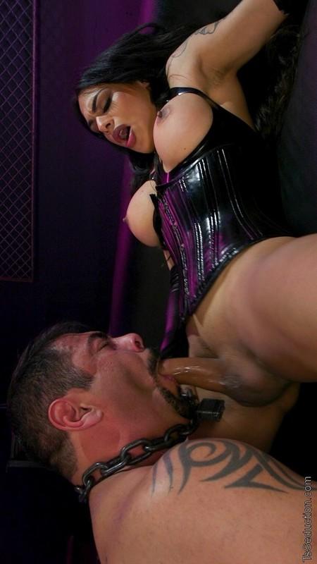 Fierce Busty Goddess Eva Maxim Fucks Man Meat Draven Navarro (31 March 2020)