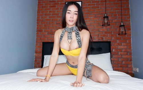Alice 2 - Yellow Booty Shorts Loaded Up (2020/FullHD)