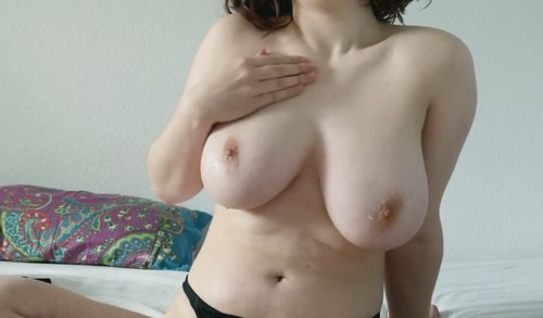 Amateurs - How Would You Like To Suck My Nipples And Play With My Boobs? [SD/720p]