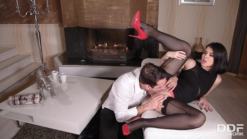 Lady Dee - Nylon, Heels And Tasty Toes [SD/480p]