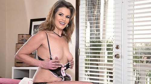Payton Parker - One For The Peepers