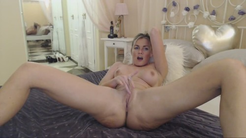 Amateurs - Sweet Girl Likes To Finger Her Shaved Pussy [HD/720p]