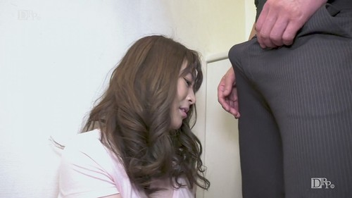 Kasumi Okamura Who Takes Out Garbage In The Morning [HD]