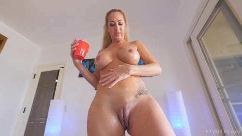 Loveable Busty One - One Amazing Milf 4 [SD]