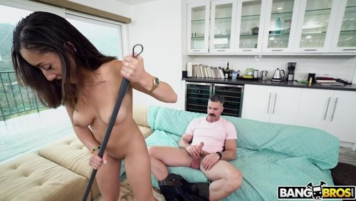 Kira Satisfies His Maid Fetish [HD]