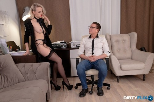 Courtesan Enjoys Sensual Sex [SD]