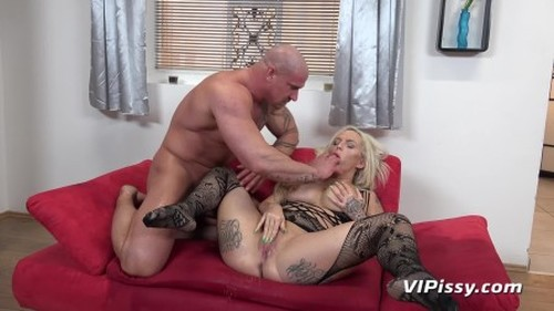 video-blonde-bombshell 1080p - New Pissing Video, Urina