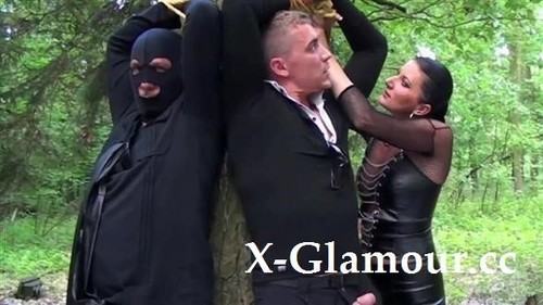 Threesome In The European Woods [FullHD]