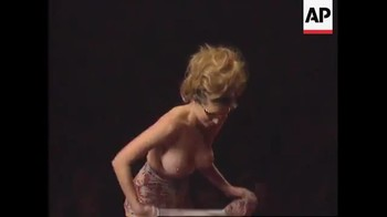 Celebrity Content - Naked On Stage - Page 32 Air9x4imrg2u