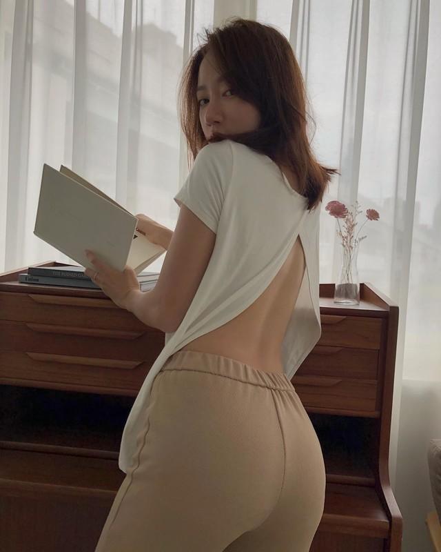 程九滴Judy衣服掀起纖細小蠻腰以及美背露出好sexy