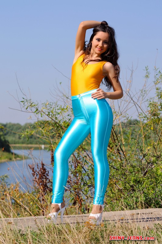 russian college babe Maria in sexy blue jeans