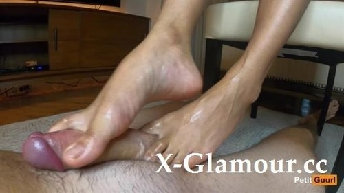 Giving My Boyfriend A Footjob [FullHD]
