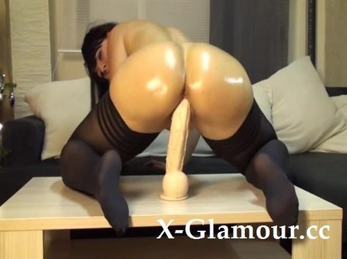 Huge Dildo Into Her Tight And Wet Cunt [SD]