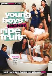 tue138sg525x - Young Boys Pickin Ripe Fruits