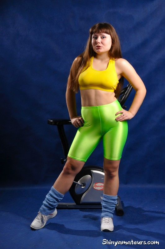 curvy babe Maria M in canid green yoga shorts