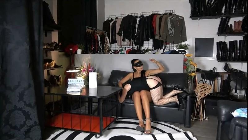 Female slave shitting in diaper with Gaia [FullHD]