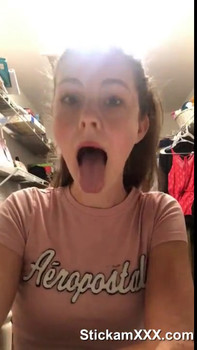 virgin teen pussy gets fucked my a makeup brush - Snapchat Videos