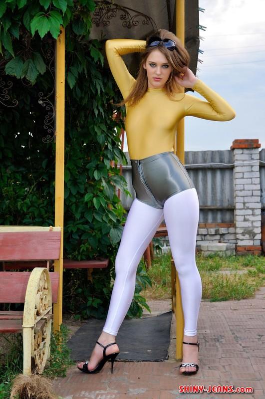 pretty woman Lena S in shorts & white leggings