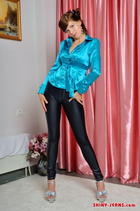 pretty college girl Mila in black tight jeans