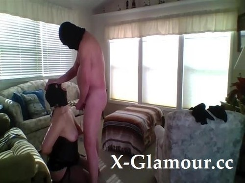 Kinky Couple Is Having Fun In The Middle Of Living Room [SD]