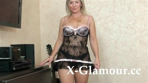 Polish Mom Spreading In Pantyhose [HD]