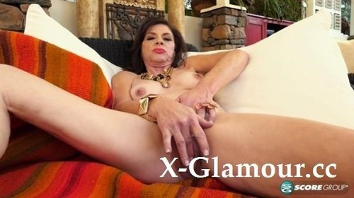 Makes Herself Squirt [FullHD]