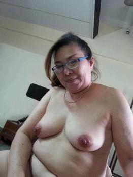 Tante Kacamata Semok Body Masih Mulus