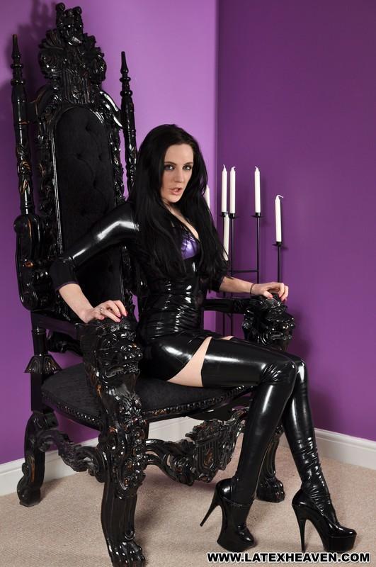 hot dominatrix Samantha Bentley in latex bdsm outfit