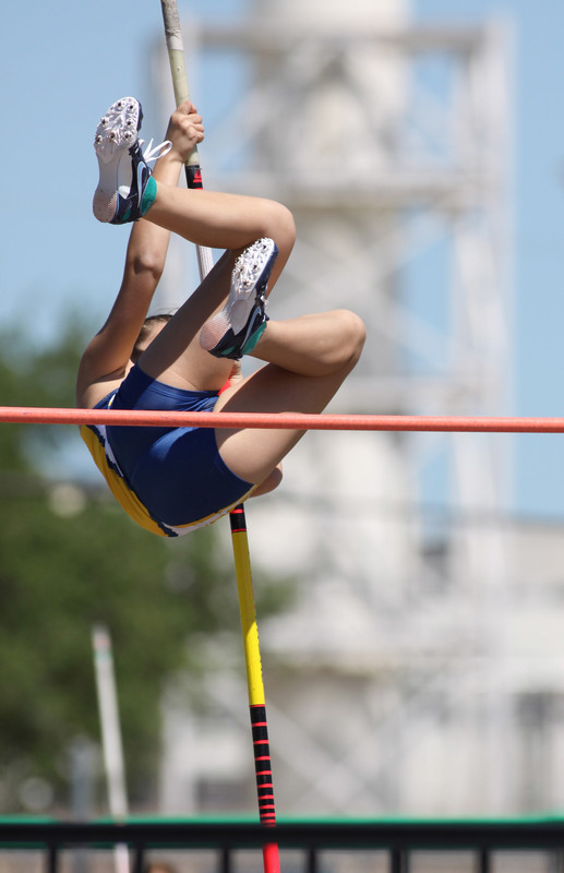 pole vaulter college teen in blue yogashorts