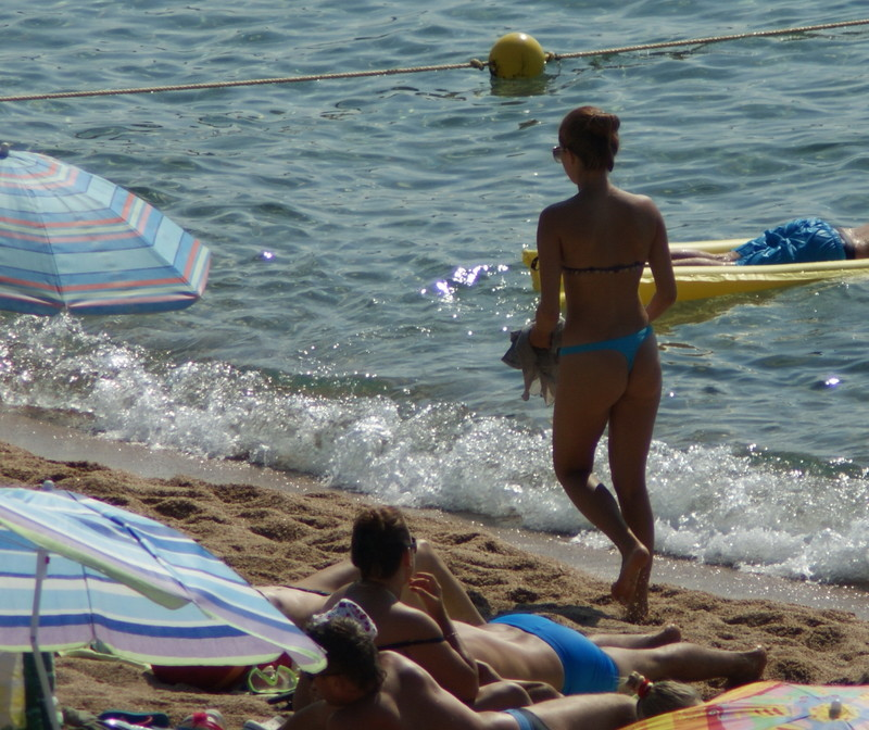 charming lady beach voyeur pics