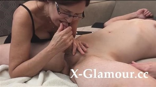 """Amateurs in """"Mommy Suck And Swallows Jizz"""" [HD]"""