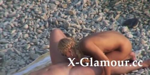 Lusty Nude Girl On The Beach [SD]