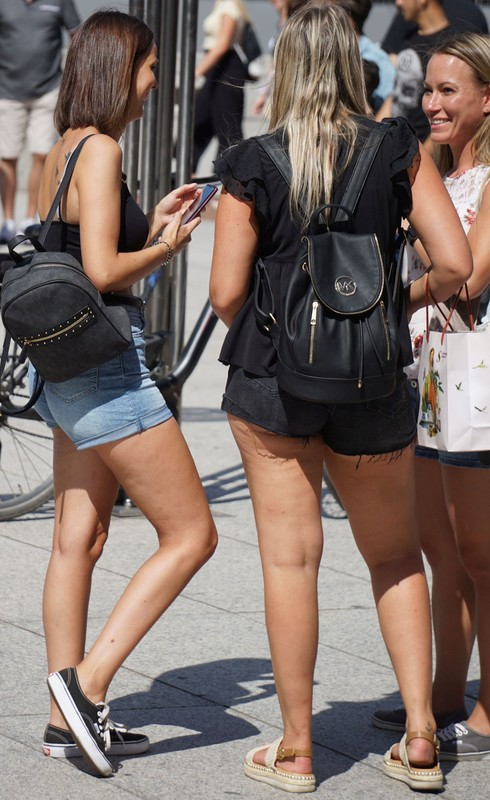 leggy college girls in sexy shorts