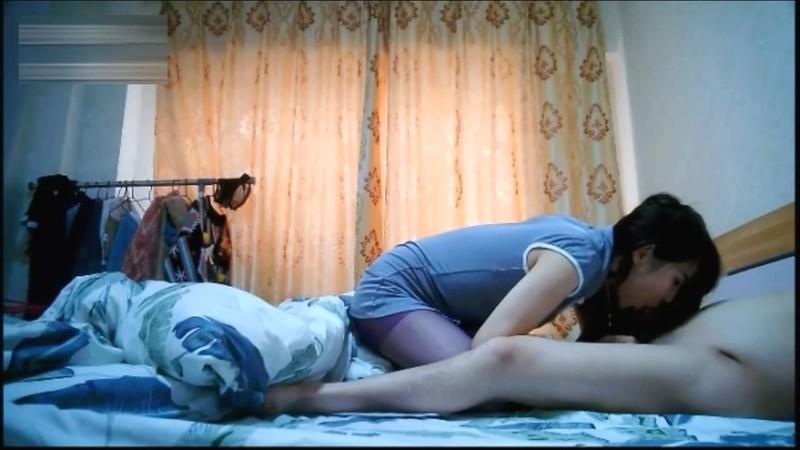 漂亮新婚妻搞婚外情~老公一氣之下把坐在上面搖的影片po網!