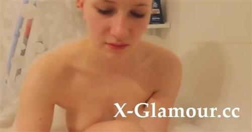 Amateurs - Big Bubble Bath For A Solo Hottie (HD)