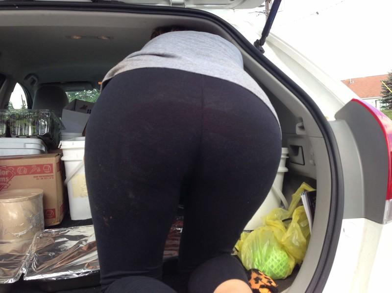 wonderful mature ass in see-thru leggings