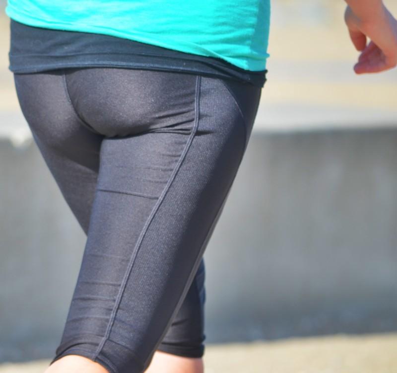beautiful jogger milf in capri leggings