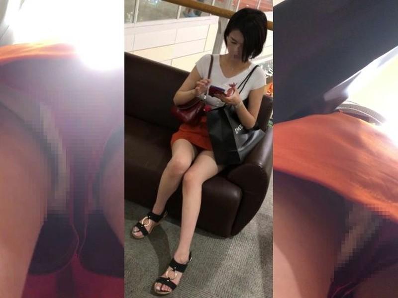 お姉さんの逆さパンチラ動画 244