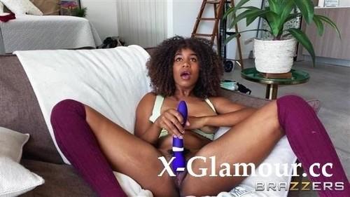 Jenna Foxx - Gaming Gets Jenna Horny (SD)
