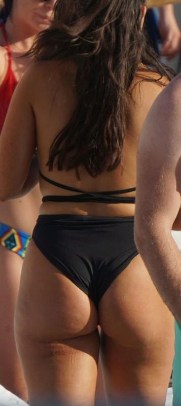 curvy lady in black 1 piece swimsuit