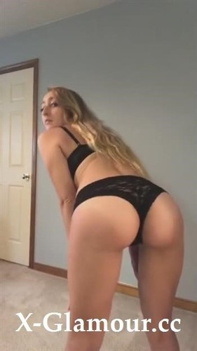 Amateurs - Blonde Girl Adores To Dance And Masturbate In Front Of The Camera [SD/720p]