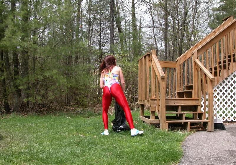 aerobics milf in leotards & red leggings