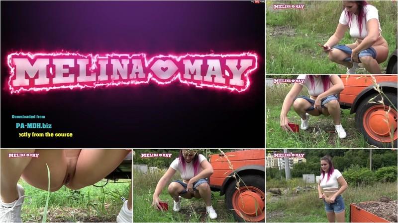 Melina-May - Erwischt beim pinkeln im fremden Garten [FullHD 1080P]