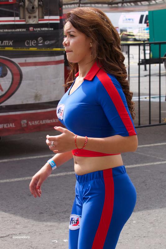 latina promo lady in sexy leggigns