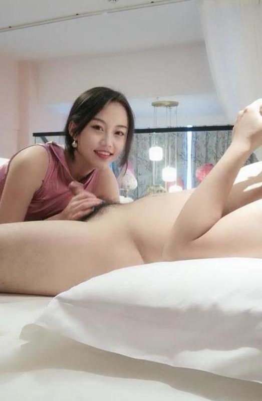 18岁少女下海【大一学妹】,正是豆蔻年华青春的酮体散发遐想,浴