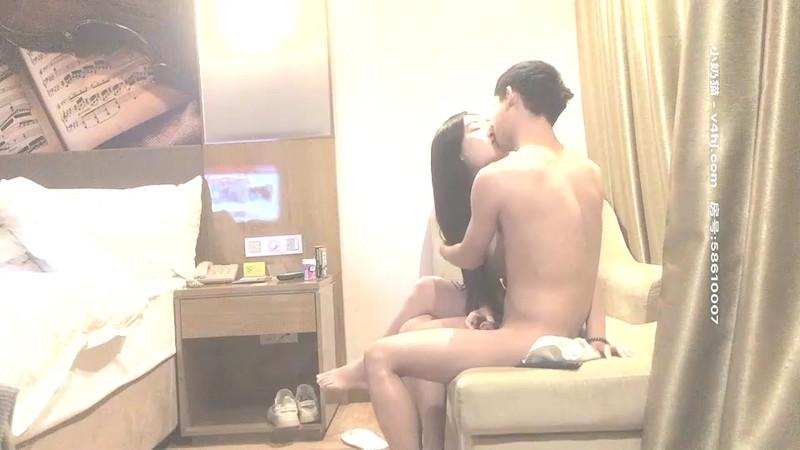 文轩探花约了个性感长腿黑色外套妹子啪啪,舌吻口交沙发后入抽插