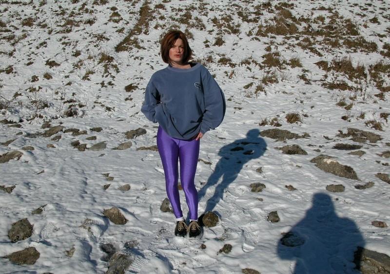 sporty lady Estelle in purple yogapants