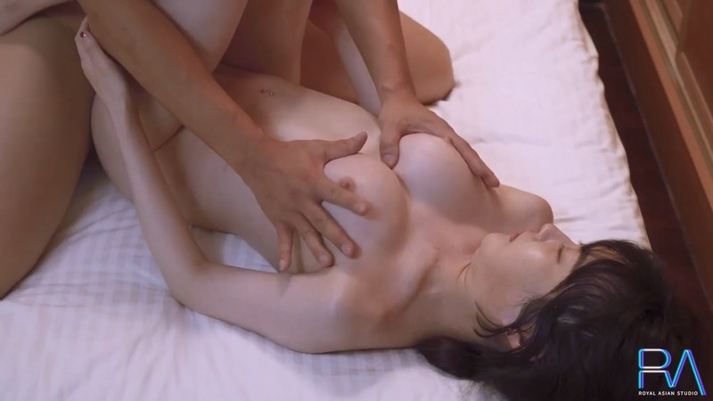 【麻豆映画代理出品】皇家华人 清纯女友欲求不满 熊熊监视中