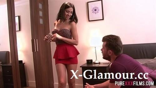 Julia De Lucia - Smoking Hot Latina Housewife [FullHD/1080p]