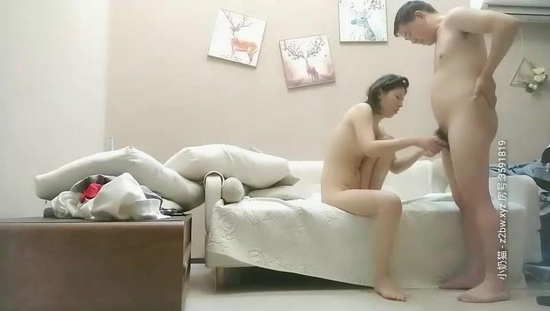 野狼出击探花约了个苗条少妇啪啪,沙发上操口交后入大力猛操呻吟